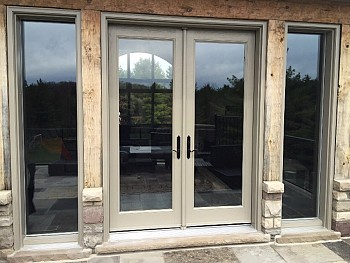 CUSTOM DOOR WITH SEPARATED GLASS PANELS
