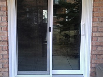 Vinyl sliding door with retractable screen